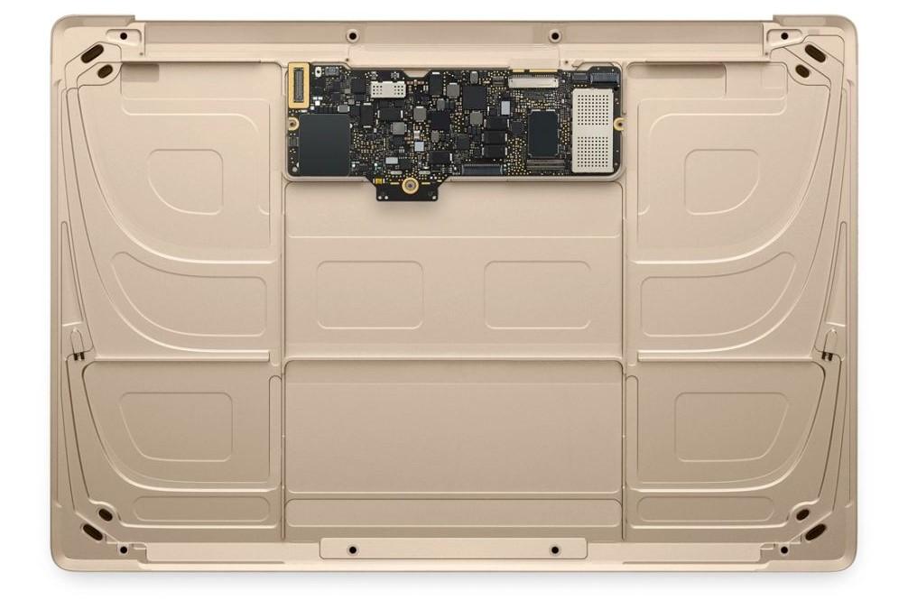 El MacBook sin baterías. Ele.